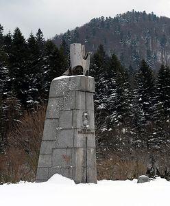 Rozbiorą pomnik gen. Świerczewskiego. Dekomunizacja w Bieszczadach