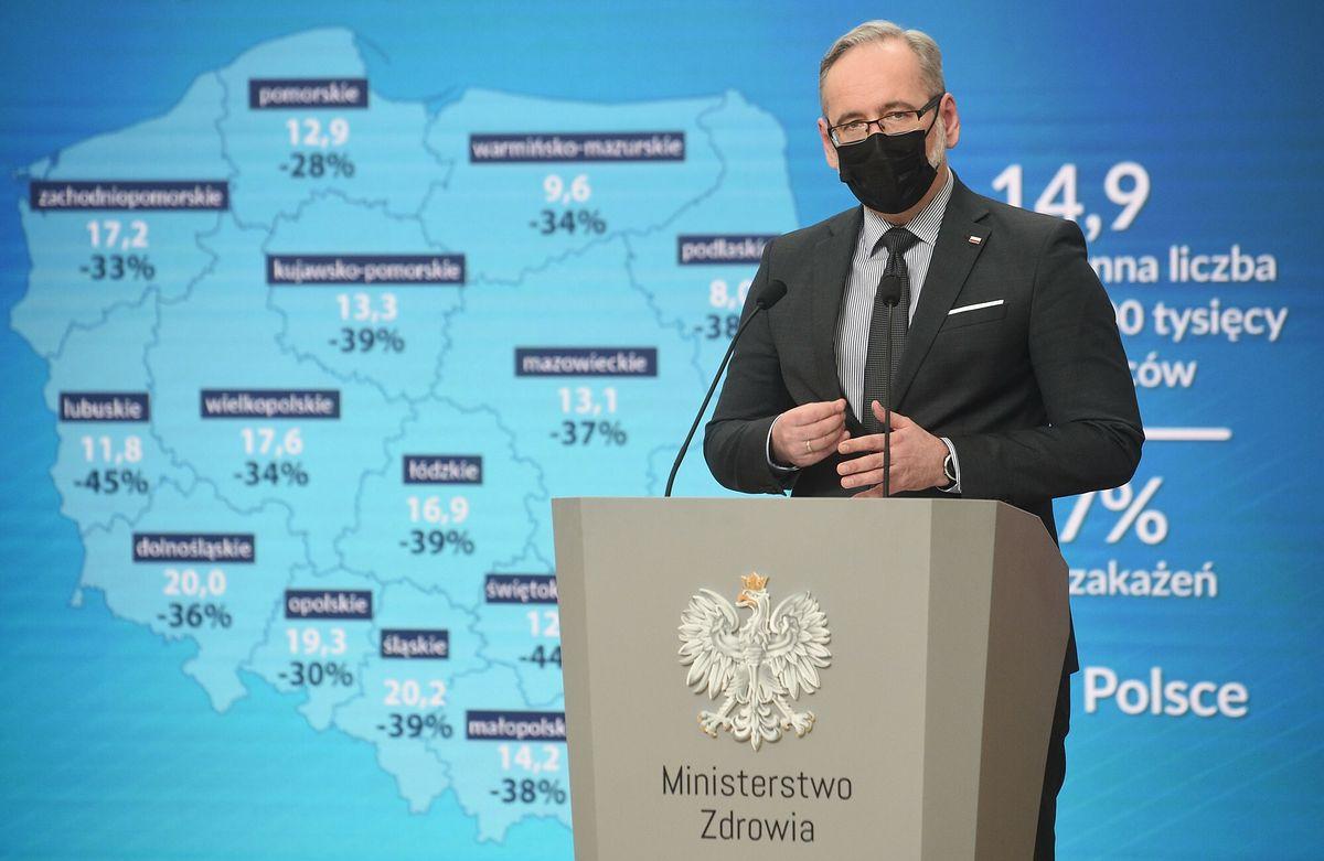"""Adam Niedzielski w ogniu krytyki. """"Grupa C19"""" donosi do prokuratury"""