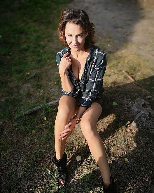 Anna Popek coraz odważniejsza. Zdjęcie w mocno rozpiętej koszuli
