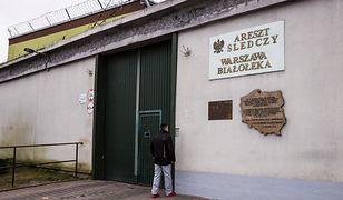 Policjanci przewieźli Marcina D. do Aresztu Śledczego na warszawskiej Białołęce.