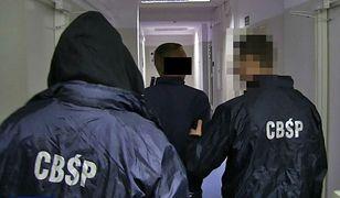 Udawali policjantów i prokuratorów. Wyłudzili ponad 500 tys. zł