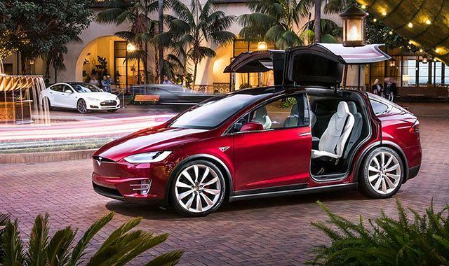 Tesla X do poprawki przed debiutem w Europie