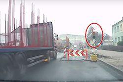 #dziejesiewmoto [242]: kierowcy TIR-ów ślepi na czerwone, jazda na czołówkę i przejście dla psów