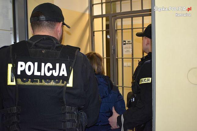 Katowice: Chłopiec zostawiony na klatce przed świętami. Matce grozi 5 lat więzienia
