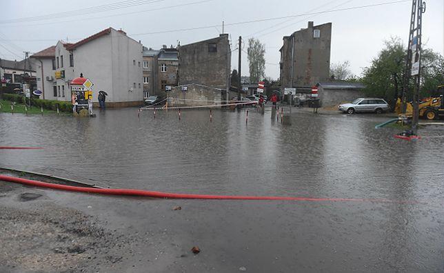 Burze i ulewy nad Polską. Brzeziny częściowo zalane, strażacy walczą z żywiołem