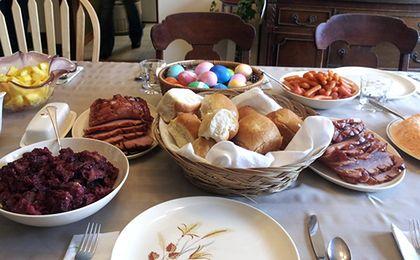 Polskie jaja na świątecznym stole w Bułgarii. Lokalna żywność w odwrocie