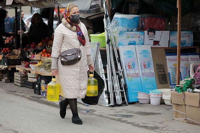 Zakaz wychodzenia z domu. Polacy muszą przestrzegać nowych zasad, jeśli nie chcą zostać ukarani