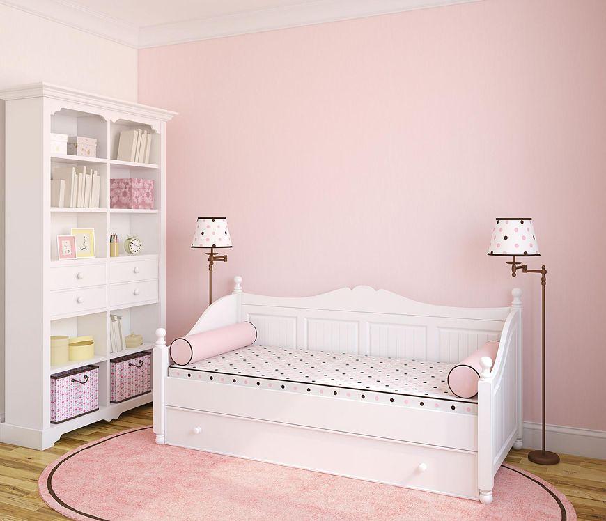 Biel i róż w pokoju dziewczynki