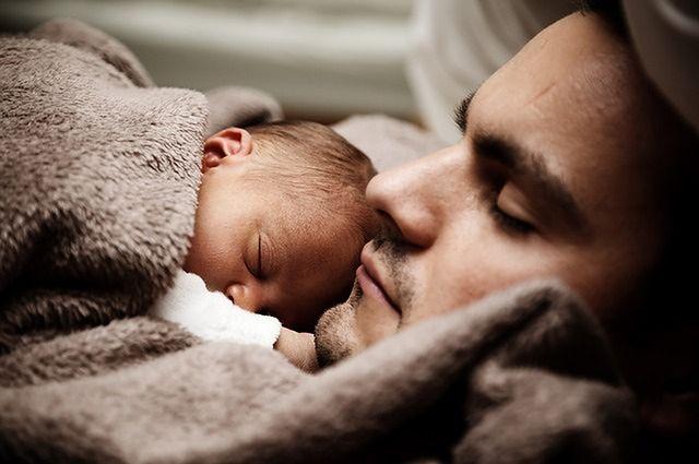 Czy powinno się budzić dziecko w celu podania mu leku?