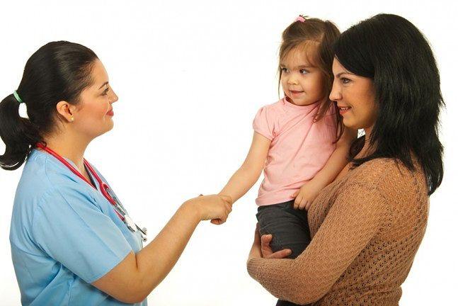 Towarzysz dziecku przy pierwszych wizytach lekarskich