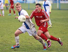 Dlaczego warto zapisać dziecko na treningi piłkarskie?