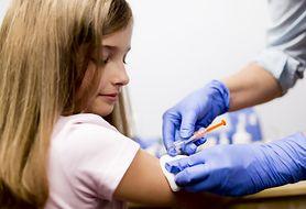 Poznaj dolegliwości, jakie mogą pojawić się u dziecka po szczepieniu