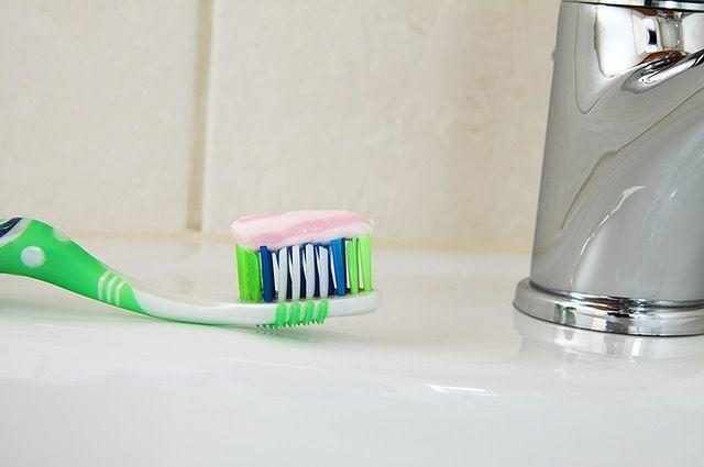 Regularne szczotkowanie zębów