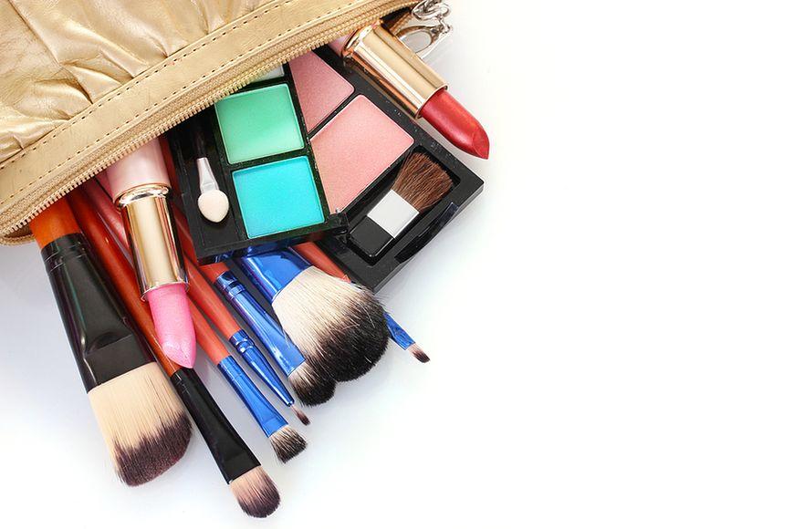 Co się kryje w kosmetyczce każdej kobiety?