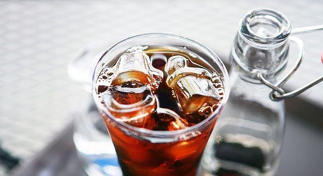 Alkoholowy koktajl vs mrożona kawa