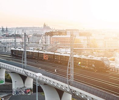 Od ponad tygodnia podróżni nie mogą kupić biletów na pociąg Wrocław - Praga przez stronę i kasy Kolei Dolnośląskich.