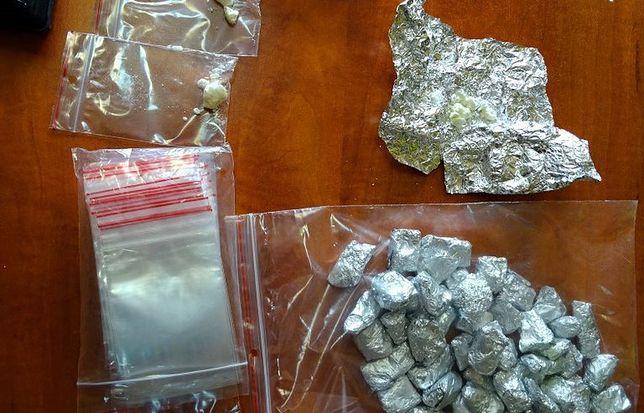 Śląskie. 26-letnie mężczyzna w Sosnowcu w mieszkaniu miał ponad 1500 porcji amfetaminy.