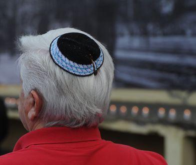 Jarmułka to tradycyjne nakrycie głowy Żydów