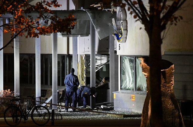 Sprawca lub sprawcy ataku są poszukiwani. Funkcjonariusze twierdzą, że nie otrzymywali w ostatnim czasie pogróżek.