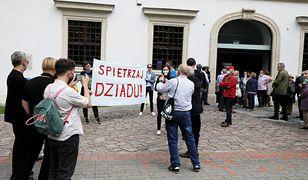 Atak na dziennikarkę przed koncertem Jana Pietrzaka. Zawiadomienie o przestępstwie