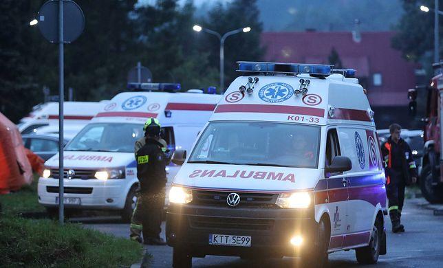 Tatry. Karetki odwoziły rannych do szpitala w Zakopanem