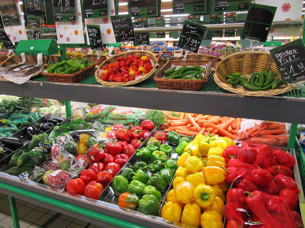 """""""Polskie"""" owoce i warzywa, które z Polską nie mają nic wspólnego. Tak oszukują sieci"""