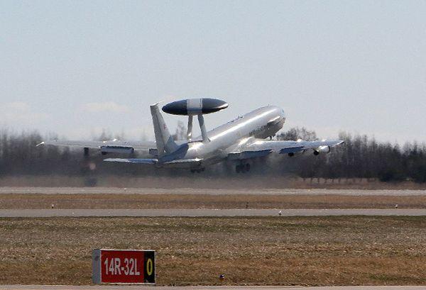 Jeden ze scenariuszy cybermanewrów NATO zakładał, że utracono kontrolę nad systemami sterującymi samolotami rozpoznawczymi AWACS
