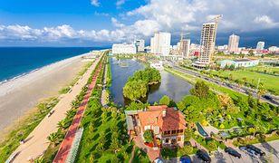 Panorama Batumi to połączenie nowoczesności z zabytkową architekturą, okraszone plażą