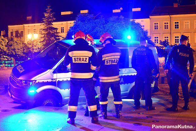 Kutno. Radiowóz utknął w fontannie (fot. PanoramaKutna.pl)