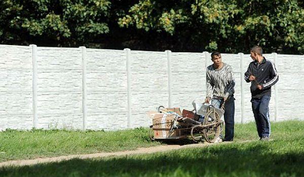Romowie z Koszyc oddzieleni murem