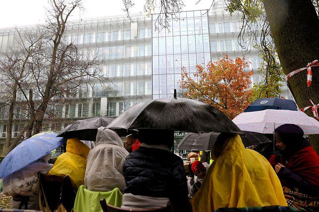 Pogoda nie sprzyja strajkującym
