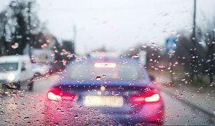 IMGW: pogodowy alert. Ostrzeżenia przed marznącymi opadami i silnym wiatrem dla pięciu województw