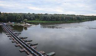Warszawa. Ścieki nadal w Wiśle. Przedłuża się naprawa usterki pompy