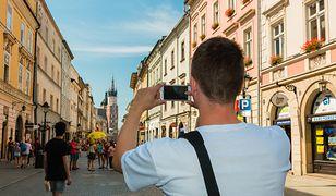 Polak-fotograf na urlopie. Czasami spędza godzinę na poszukiwaniu idealnego ujęcia