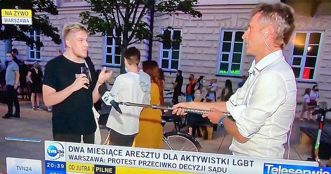 Paweł Łukasik i aktywista LGBT podczas aresztowania Margot