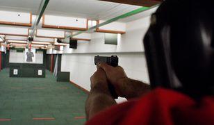 """Instruktor zaatakowany przed strzelnicą. """"Odruchowo wyciągnąłem broń i oddałem strzały"""""""