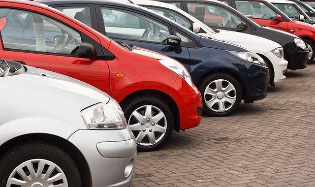 Rejestracja samochodów z kierownicą po prawej stronie będzie możliwa?