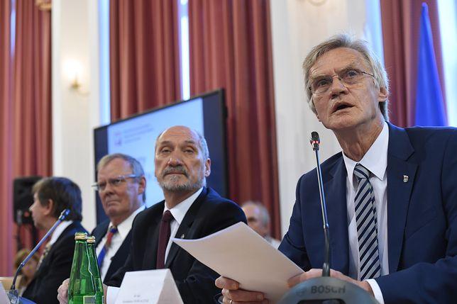 W składzie podkomisji smoleńskiej są Wiesław Binienda, Wacław Berczyński, Antoni Macierewicz i Kazimierz Nowaczyk