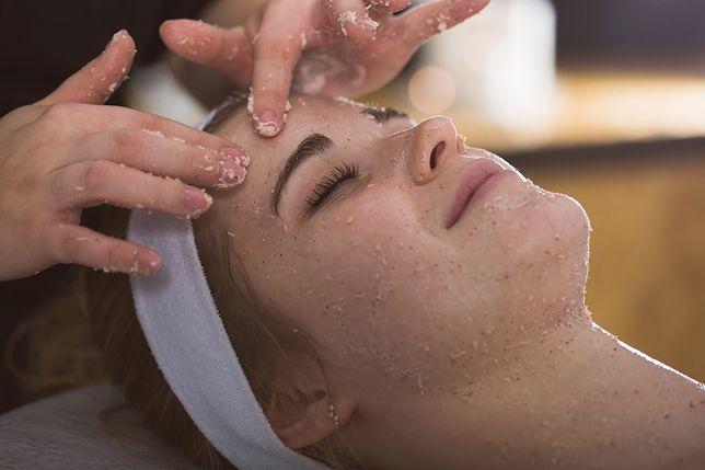 Manualne oczyszczanie - zabieg na twarz, dekolt i plecy
