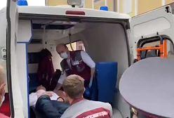 Białoruś. Więzień polityczny wbił sobie długopis w szyję. Zrobił to na sali sądowej