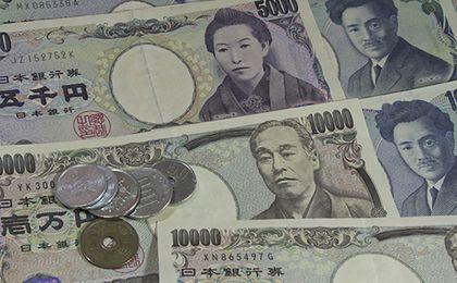 Japoński jen to najmocniejsza waluta świata w tym roku. Ujemne stopy nie pomogły