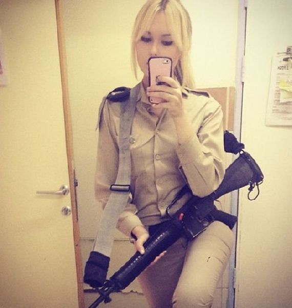 W mundurze i... bez munduru
