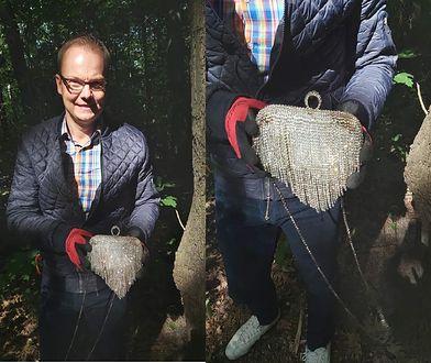 Warszawa. Burmistrz Bielan sprzątał las i wykopał z ziemi skarb