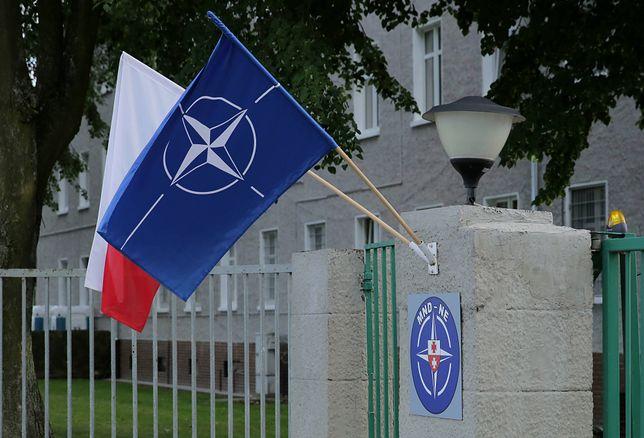 Główna brama koszar Dowództwa Wielonarodowej Dywizji Północny Wschód w Elblągu