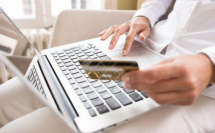 Coraz chętniej płacimy kartami w internecie