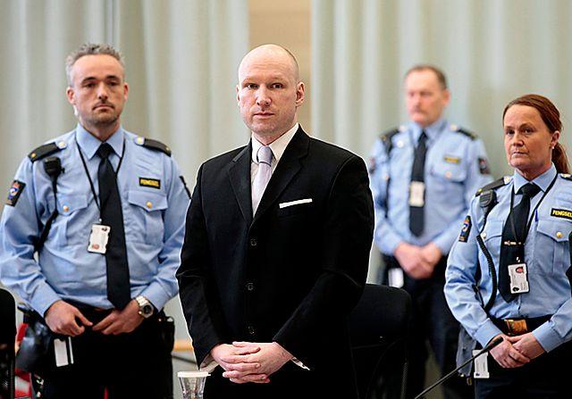Aby przeżyć, udawali martwych. 5 lat od masakry Breivika