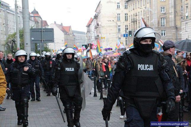 """Incydent podczas Marszu Równości we Wrocławiu. Szedł z nożami i krzyczał """"Allahu Akbar"""""""