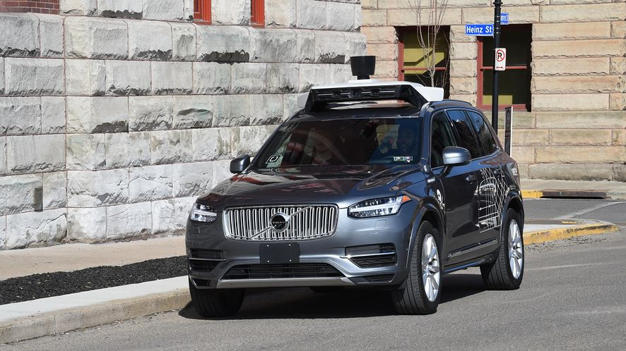 Uber wznowi testy autonomicznych samochodów po śmiertelnym potrąceniu