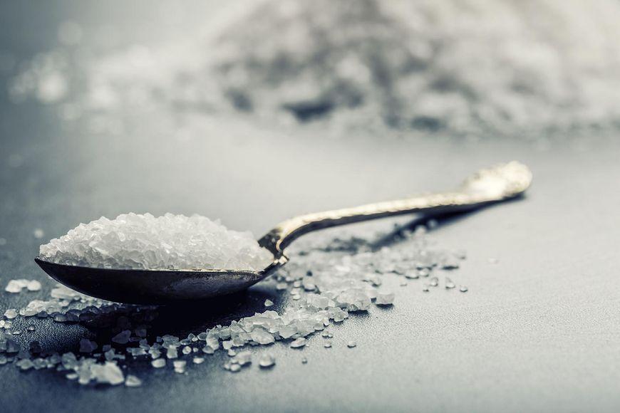 Duża ilość soli w diecie powoduje, że twoje nerki pracują bardziej intensywnie niż zazwyczaj