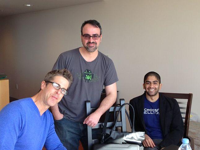 Steve Kondik (w środku) i Koushik Dutta (po prawej) - pierwsi twórcy nieoficjalnych menadżerów recovery